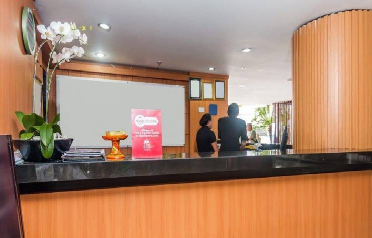 ZEN Premium Pangkung Sari Seminyak Villa Bali - receptionis