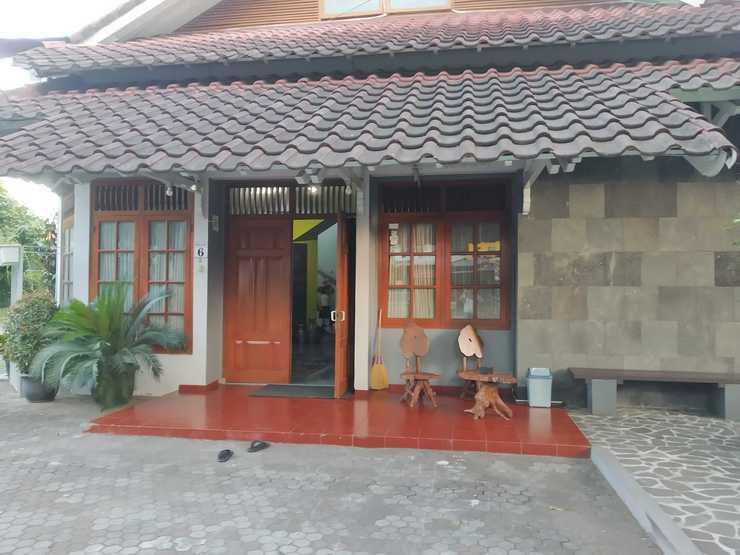 Embe Enem Homestay Yogyakarta - Exterior
