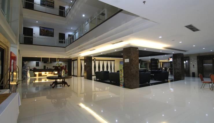 Move Megaland Hotel Solo - Lobi