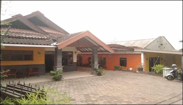 Punakawan Homestay Malang - exterior