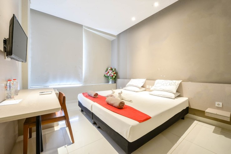 Sleepzzz Equestrian Park Hotel Jakarta - Double Bedroom