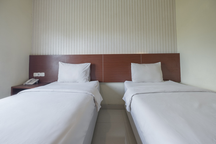 Raising Hotel Makassar - Bedroom