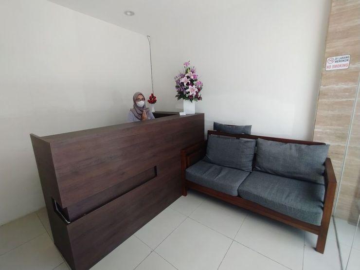 Gran Inn Residence Jakarta - Receptionist
