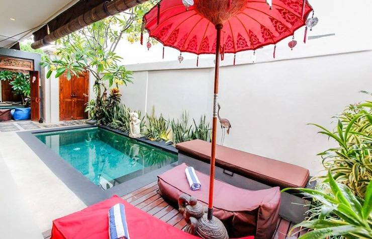 Awhina Villa Bali - Kolam Renang