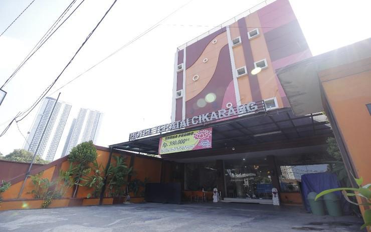 RedDoorz Plus @ Cikarang Bekasi - Exterior