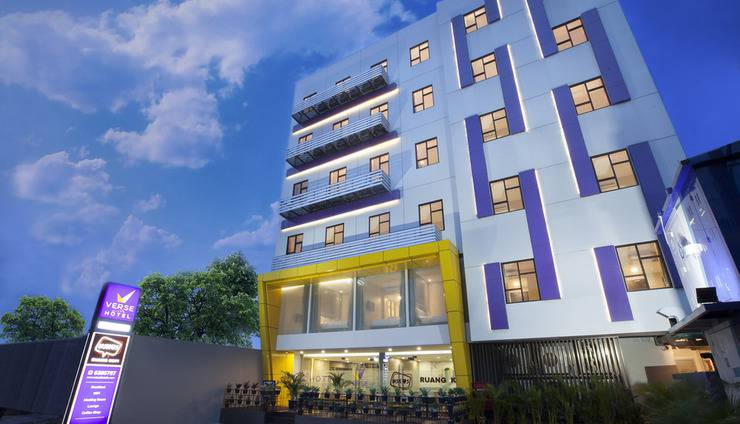 Verse Lite Hotel Gajah Mada - Facade