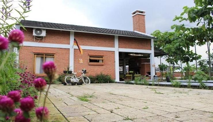 Villa DSK Bandung - Facade