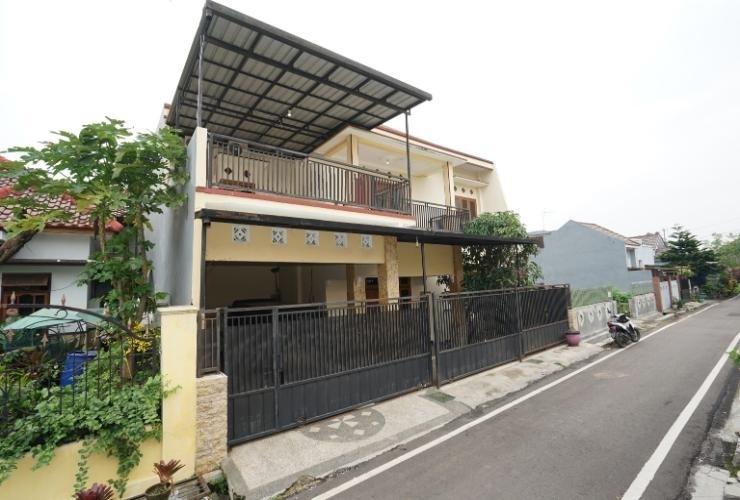 Karolin Homestay Malang - Exterior