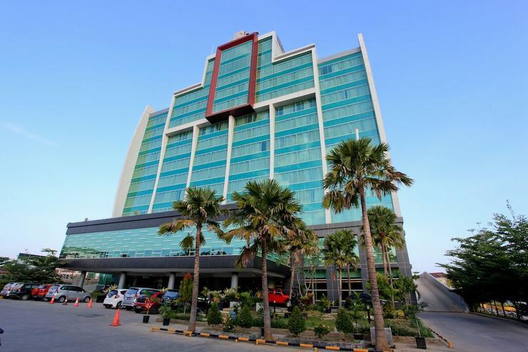 Claro Hotel Kendari - Featured Image