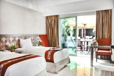 Grand Clarion Kendari - Type kamar Dengan view kolam renang