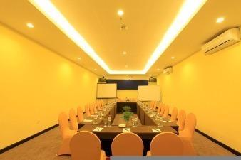 Claro Hotel Kendari - Ruangan Meeting