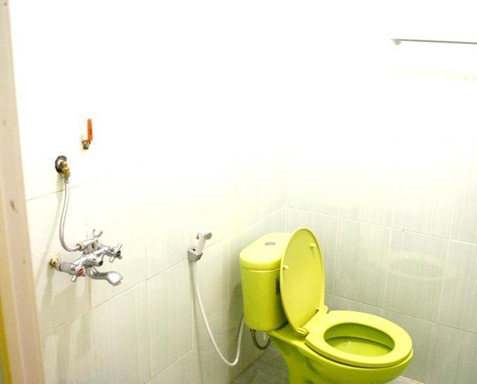 Ratu Ayu Hotel Bandar Lampung - Bathroom