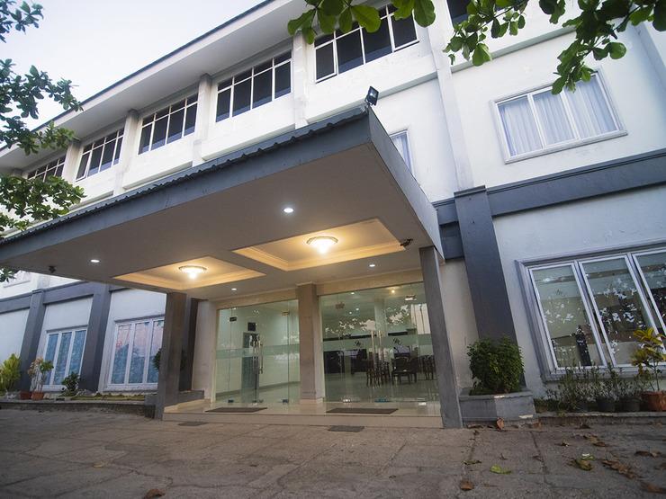 OYO 1401 Hotel Maya Kupang - Facade