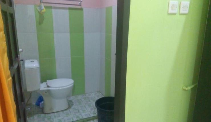 Economic Room at Kostel Syariah (AGS2) Bandung - Bathroom