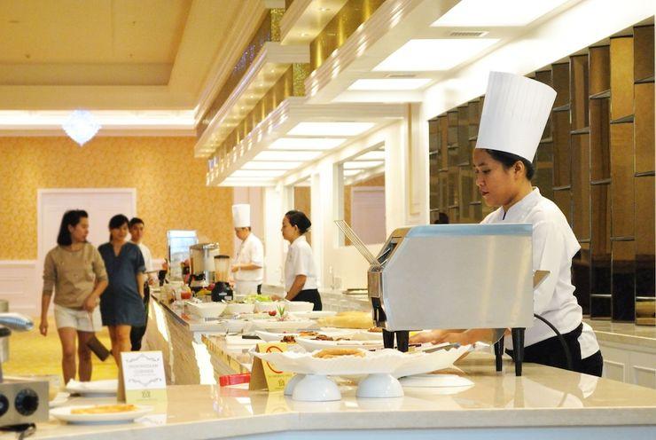 Adimulia Hotel Medan - Breakfast Area