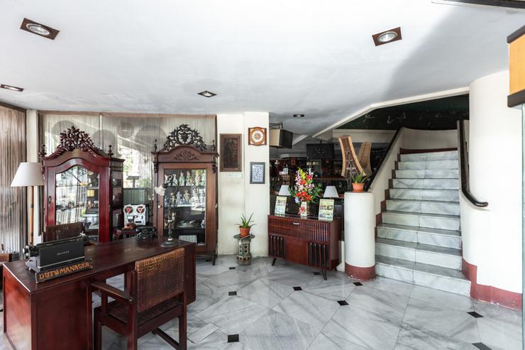 RedDoorz @ Losari Beach Inn Makassar - Photo
