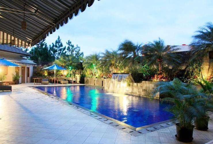The Majesty Hotel Bandung - Swimming Pool