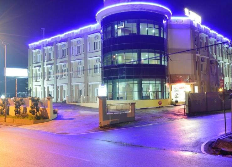 Rangkayo Basa Hotel Padang Panjang Padang Panjang - Facade