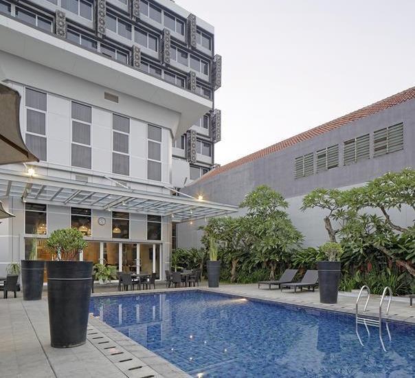 Hotel Horison Pekalongan - KOLAM RENANG SENGKAWANG