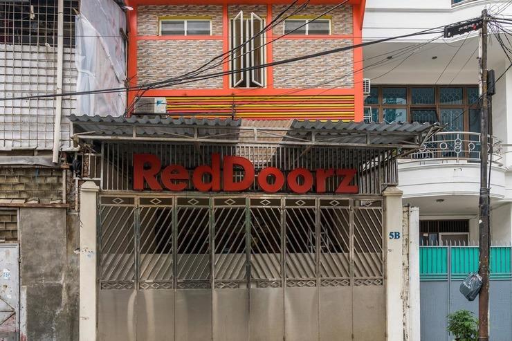 RedDoorz Hostel near LTC Glodok Jakarta - Photo