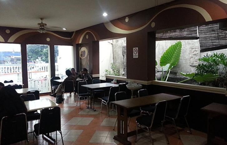 Tinggal Standard Otista Raya 153 Jakarta - Kamar tamu