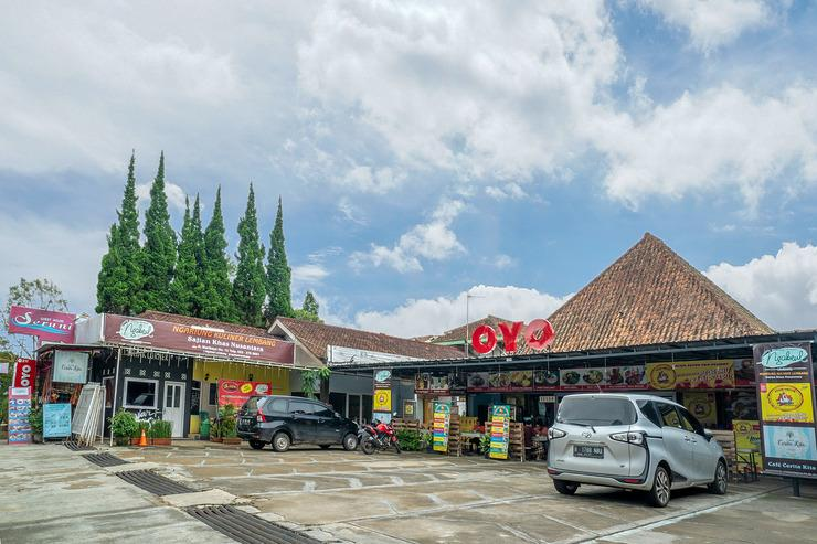 OYO 211 Seruni Guest House Bandung - Facade