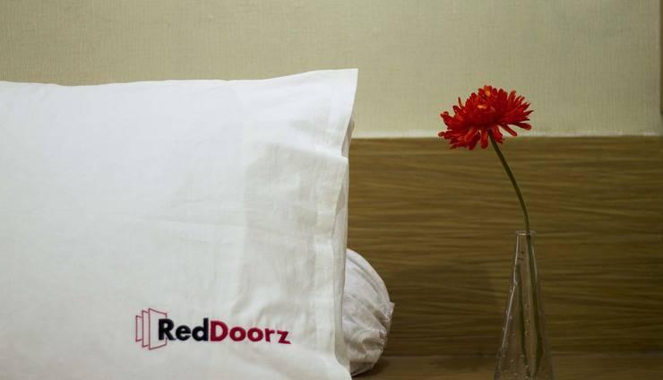 RedDoorz near Lippo Mall Kuta Bali - Kamar tamu