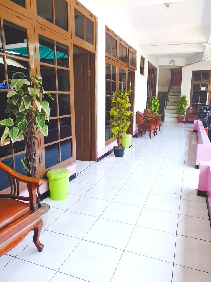 Hotel Asri Graha Yogyakarta - Lobby