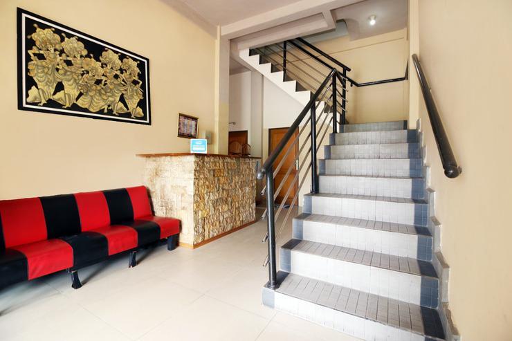 Airy Eco Syariah Kayu Tangi Flamboyan Dua 44 Banjarmasin Banjarmasin - Stairs