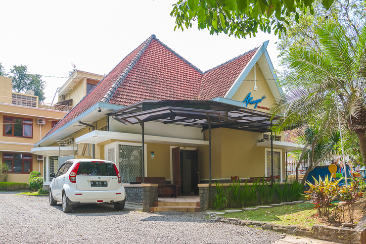 RedDoorz Plus near Brawijaya Museum Malang - Photo