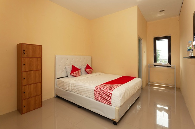 OYO 588 Richmond Guest House Cirebon - Bedroom