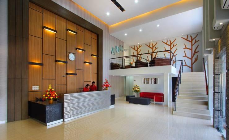 Sumi Hotel Semarang - Resepsionis
