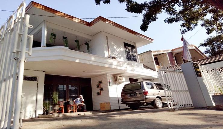 Asri Homestay Syariah Malang - Exterior