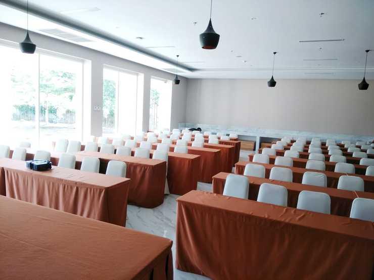 Travel Hub Hotel Kualanamu Airport Deli Serdang - Meeting Room