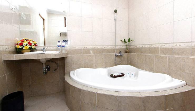 Cakra Kusuma Hotel Yogyakarta - Kamar Mandi Bathtub