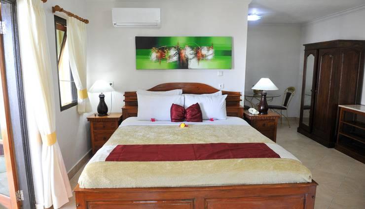 Bali Seascape Beach Club Candidasa - tempat tidur Kamar Studio