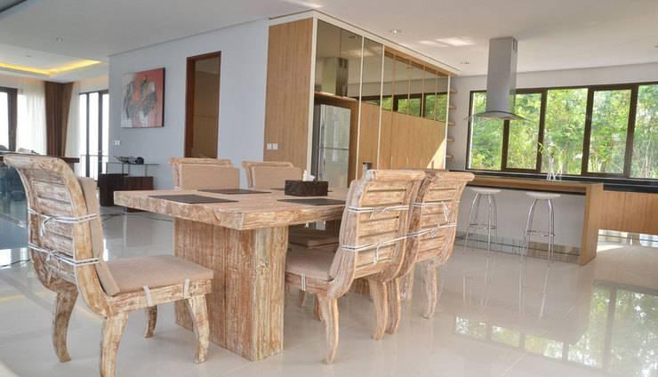 3 BR With Pool Villa Dago City Views Bandung - Dining Area