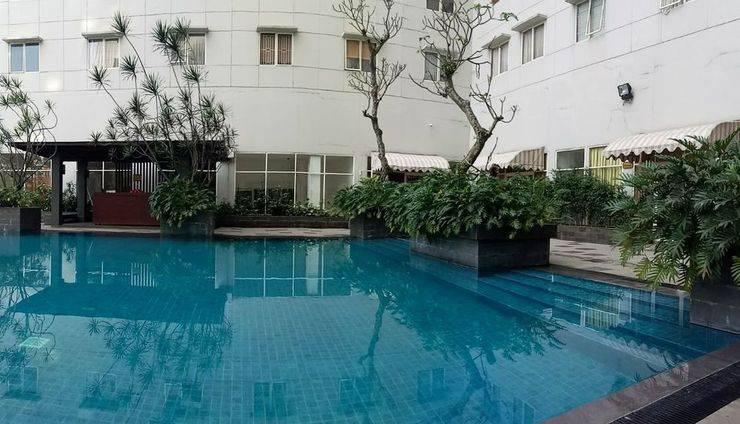 Pinewood Apartment By WATI Sumedang - Pool