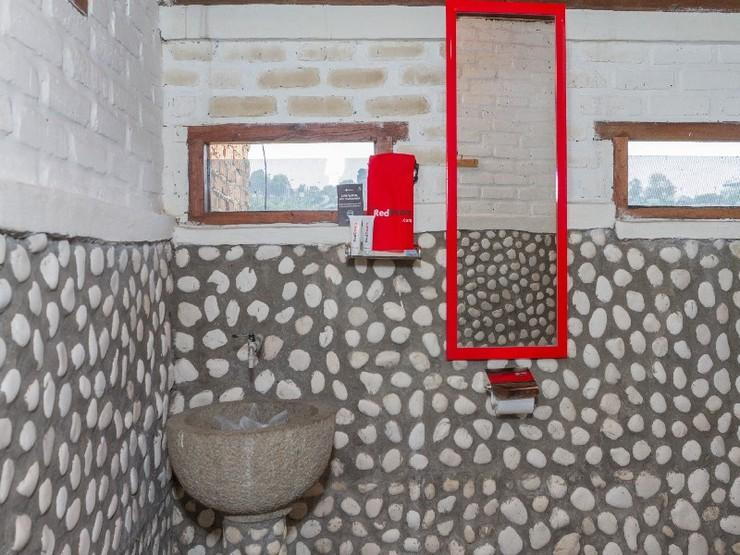 RedDoorz near Kampung Gajah 2 Bandung - Bathroom