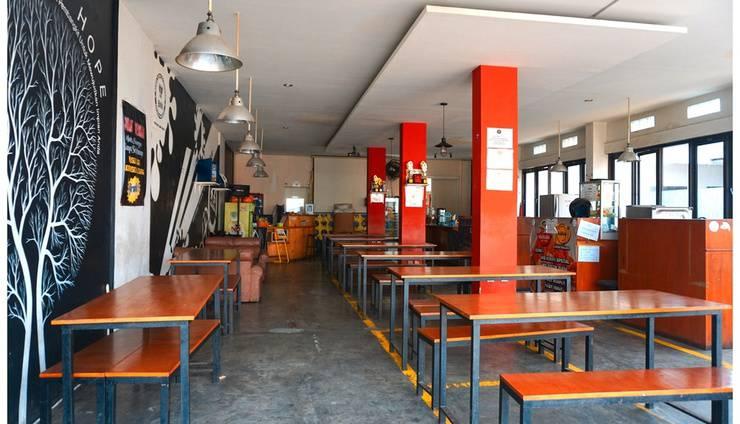 Budi House & Food Station Bandung - Restoran