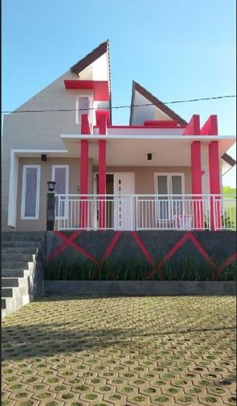 Davendra Homestay Malang - Exterior