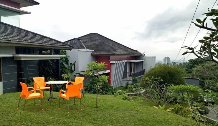 Villa Variz 2 Bandung - Exterior