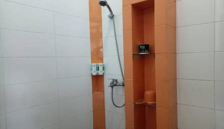 Villa Variz 2 Bandung - Bathroom