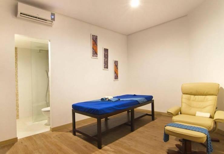 Core Hotel Bonnet Surabaya - Massage room