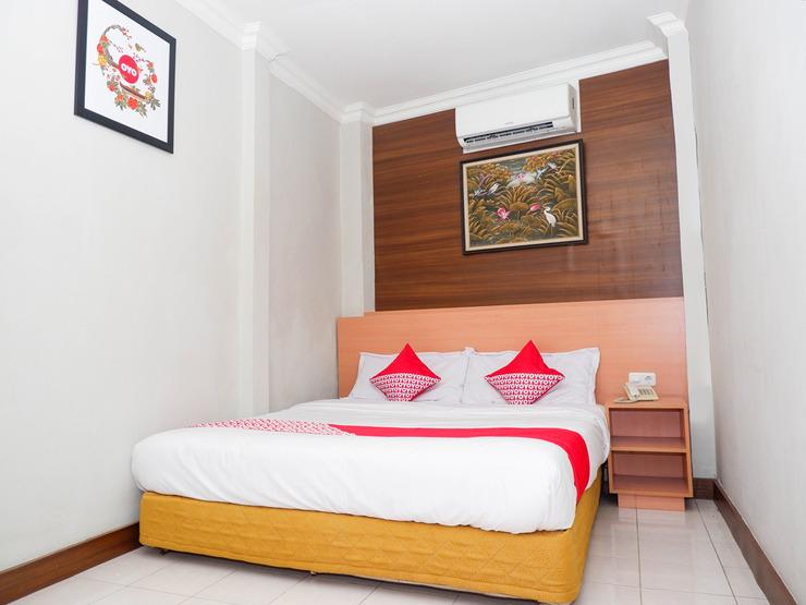 OYO 1002 Hotel Elizabeth Semarang - Bedroom