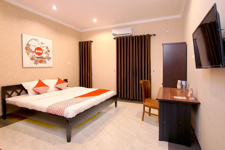 OYO 347 Bayang Brothers Guest House Yogyakarta - Bed Room