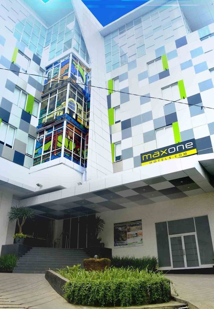 MaxOneHotels Glodok - Featured Image