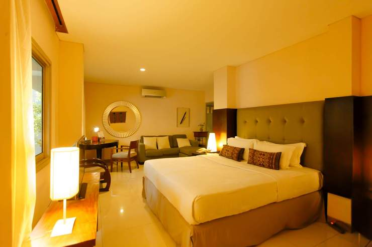 W Home Cikatomas Jakarta - Room