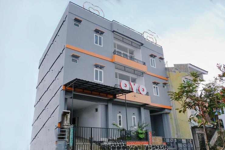 OYO 437 HnR Homestay Syariah Malang - facade