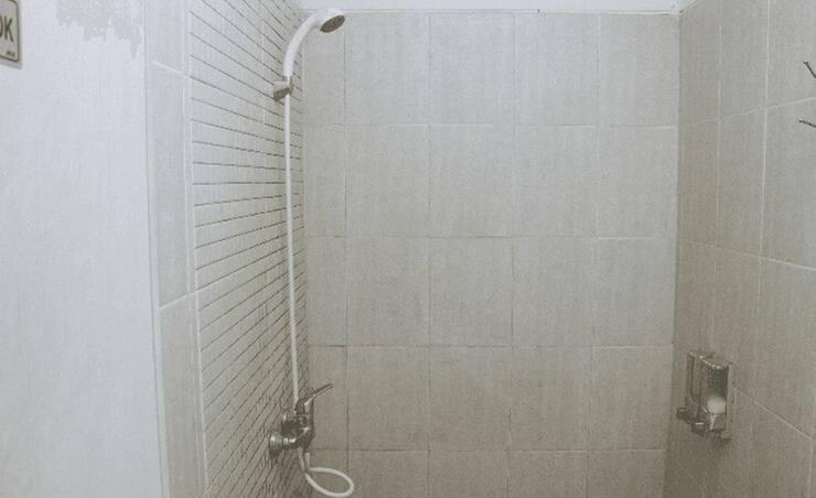 Tinggal Budget Kemanggisan Ilir Palmerah - Kamar mandi